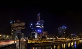 εικονική παράσταση πόλης γεφυρών πέρα από το απλάδι του Παρισιού Στοκ Εικόνα