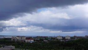 Εικονική παράσταση πόλης και cloudscape τηγάνι απόθεμα βίντεο