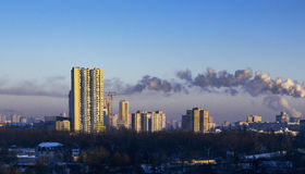 Εικονική παράσταση πόλης πρωινού, με το μπλε ουρανό, ημέρα, υπαίθρια Στοκ φωτογραφίες με δικαίωμα ελεύθερης χρήσης