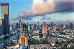 Εικονική παράσταση πόλης Σαγκάη Κίνα ουρανοξυστών κτηρίων Pudong Puxi Στοκ Εικόνες