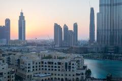 Εικονική παράσταση πόλης στο ηλιοβασίλεμα, Ντουμπάι, Ηνωμένα Αραβικά Εμιράτα Στοκ Φωτογραφίες