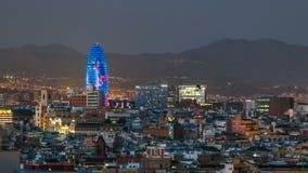 Εικονική παράσταση πόλης της Βαρκελώνης με τον πύργο Agbar που ξεχωρίζει timelapse απόθεμα βίντεο