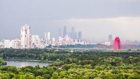Εικονική παράσταση πόλης της Μόσχας στην ελαφριά υδρονέφωση Στοκ Εικόνες