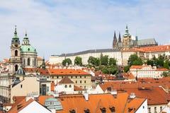 Εικονική παράσταση πόλης της Πράγας με τον καθεδρικό ναό Άγιος Vitus, το βασιλικό κάστρο Hradschin και την εκκλησία Άγιος Βασίλης Στοκ φωτογραφία με δικαίωμα ελεύθερης χρήσης