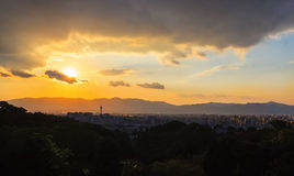 Εικονική παράσταση πόλης του Κιότο κατά τη διάρκεια του ηλιοβασιλέματος, arial άποψη από το ναό kiyomizu-Dera Στοκ φωτογραφίες με δικαίωμα ελεύθερης χρήσης