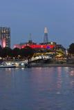Εικονική παράσταση πόλης του Λονδίνου στο λυκόφως, σύγχρονα κτήρια από τον ποταμό Τάμεσης Στοκ Εικόνες