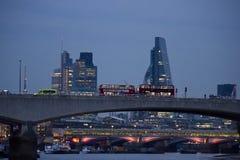 Εικονική παράσταση πόλης του Λονδίνου στο λυκόφως Στοκ Φωτογραφίες