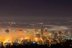 Εικονική παράσταση πόλης του Πόρτλαντ στην ομίχλη πρωινού Στοκ Φωτογραφία