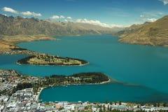 Εικονική παράσταση πόλης του queenstown με τη λίμνη Wakatipu από την κορυφή, Νέα Ζηλανδία Στοκ Φωτογραφία