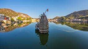Εικονική παράσταση πόλης Bundi, προορισμός ταξιδιού στο Rajasthan, Ινδία Το μεγαλοπρεπές οχυρό εσκαρφάλωσε στη βουνοπλαγιά αγνοών Στοκ Φωτογραφίες
