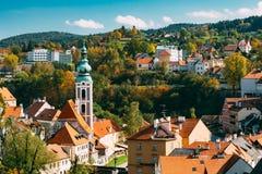 Εικονική παράσταση πόλης Cesky Krumlov, Τσεχία ηλιόλουστος Στοκ Εικόνες