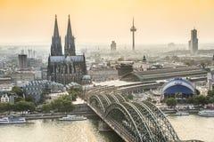 Εικονική παράσταση πόλης Koln με τη γέφυρα καθεδρικών ναών και χάλυβα, Γερμανία στοκ εικόνα