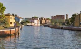 Εικονική παράσταση πόλης Mazzorbo με το κανάλι, Βενετία, Ιταλία Στοκ Εικόνες