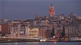 Εικονική παράσταση πόλης Nighte με τον πύργο Galata πέρα από το χρυσό κέρατο στη Ιστανμπούλ, Τουρκία φιλμ μικρού μήκους