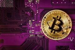 Εικονικό νόμισμα Bitcoin Εμπορικές συναλλαγές με Bitcoin Ο κίνδυνος ένα εικονικό νόμισμα Στοκ φωτογραφία με δικαίωμα ελεύθερης χρήσης