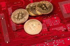 Εικονικό νόμισμα Bitcoin Εμπορικές συναλλαγές με Bitcoin Ο κίνδυνος ένα εικονικό νόμισμα Crypto έννοια υποβάθρου νομίσματος Στοκ Φωτογραφίες
