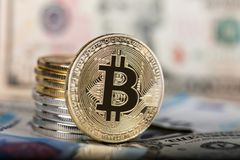 Εικονικό νόμισμα Bitcoin Εμπορικές συναλλαγές με Bitcoin Ο κίνδυνος ένα εικονικό νόμισμα Crypto έννοια υποβάθρου νομίσματος Στοκ φωτογραφίες με δικαίωμα ελεύθερης χρήσης