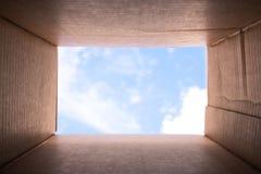 Εικόνα ` έννοιας που σκέφτεται έξω από το κιβώτιο ` Στοκ Φωτογραφίες
