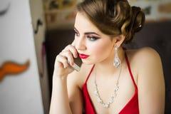 εικόνα αναδρομική Κορίτσι με την όμορφη σύνθεση ματιών και τα κόκκινα χείλια Στοκ φωτογραφία με δικαίωμα ελεύθερης χρήσης