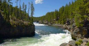 Εικόνα αποθεμάτων του χείλου των χαμηλότερων πτώσεων, εθνικό πάρκο Yellowstone, ΗΠΑ στοκ εικόνα με δικαίωμα ελεύθερης χρήσης