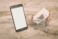 Εικόνα για τις σε απευθείας σύνδεση πωλήσεις και τις αγορές, παγκόσμιο ηλεκτρονικό εμπόριο στοκ φωτογραφία με δικαίωμα ελεύθερης χρήσης