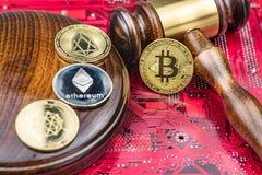 Εικόνα δικαστών νόμου έννοιας για το cryptocurrency στοκ φωτογραφία με δικαίωμα ελεύθερης χρήσης
