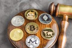 Εικόνα δικαστών νόμου έννοιας για το cryptocurrency στοκ εικόνα