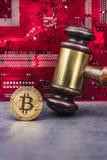 Εικόνα δικαστών νόμου έννοιας για το cryptocurrency στοκ φωτογραφίες