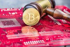 Εικόνα δικαστών νόμου έννοιας για το cryptocurrency στοκ φωτογραφίες με δικαίωμα ελεύθερης χρήσης