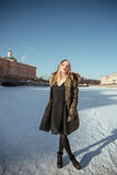 Εικόνα ενός κοριτσιού σε ένα κλίμα του χιονιού Στοκ Εικόνα