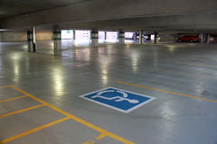 Εσωτερικός χώρος στάθμευσης αναπηρίας Στοκ Φωτογραφίες