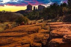 Εικόνα ηλιοβασιλέματος του βράχου καθεδρικών ναών. Στοκ Φωτογραφίες
