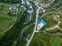 εικόνα κηφήνων εναέρια άποψη της αγροτικής περιοχής βουνών στη Σλοβακία, vil στοκ φωτογραφίες