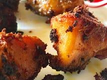 Εικόνα κινηματογραφήσεων σε πρώτο πλάνο των πικάντικων τηγανητών κοτόπουλου του Κεράλα Στοκ Φωτογραφία