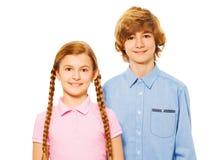 Εικόνα κινηματογραφήσεων σε πρώτο πλάνο δύο χαμογελώντας εφήβων 15 ετών Στοκ Εικόνες