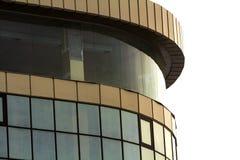 Εικόνα λεπτομέρειας του σύγχρονου κτηρίου γυαλιού με πολλά παράθυρα Στοκ Εικόνες