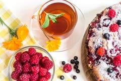 Εικόνα με την πίτα και το σμέουρο Στοκ εικόνα με δικαίωμα ελεύθερης χρήσης