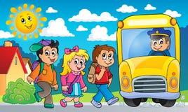 Εικόνα με το θέμα 2 σχολικών λεωφορείων Στοκ φωτογραφία με δικαίωμα ελεύθερης χρήσης