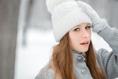 Εικόνα μιας νέας γυναίκας που έχει έναν πονοκέφαλο Στοκ φωτογραφία με δικαίωμα ελεύθερης χρήσης
