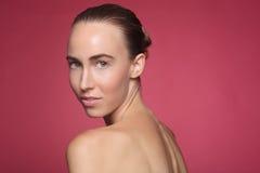 Εικόνα ομορφιάς μιας όμορφης και ευτυχούς γυναίκας Στοκ Εικόνα