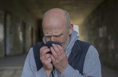 Εικόνα πορτρέτου ενός ώριμου ατόμου που ανατρέπεται και που φωνάζει Στοκ εικόνες με δικαίωμα ελεύθερης χρήσης