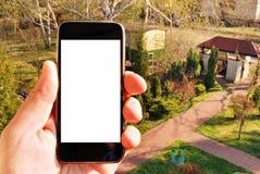 Εικόνα προτύπων του χεριού που κρατά το μαύρο κινητό τηλέφωνο Στοκ Φωτογραφία
