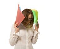 Εικόνα της επιχειρηματία που κρατά τους ζωηρόχρωμους φακέλλους στοκ εικόνα