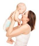 Εικόνα της ευτυχούς μητέρας με το λατρευτό μωρό Στοκ Εικόνες