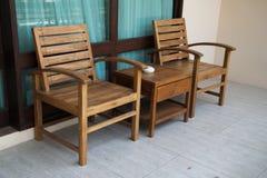 Εικόνα της καθορισμένων ξύλινων καρέκλας και του πίνακα Στοκ εικόνες με δικαίωμα ελεύθερης χρήσης