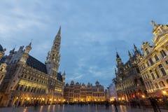 Εικόνα της μεγάλης θέσης Βρυξέλλες, Βέλγιο στο σούρουπο Στοκ Εικόνες