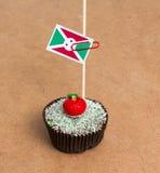 Εικόνα της σημαίας του Μπουρούντι σε ένα cupcake Στοκ Εικόνες