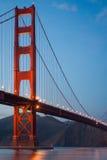 Εικόνα της χρυσής γέφυρας πυλών στο λυκόφως Στοκ Εικόνες