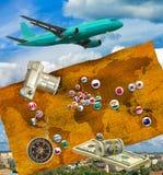 εικόνα του αεροπλάνου, της κάμερας, των χρημάτων και των σημαιών των διαφορετικών χωρών Στοκ Φωτογραφία