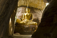Εικόνα του Βούδα στο αεροπλάνο wat tuem klong, Udontani Στοκ Φωτογραφία